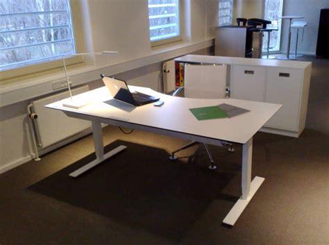 scrivanie in offerta gallery of scrivanie ikea e moderne camerette