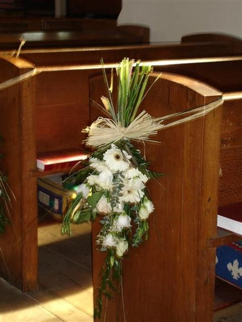 flowers bouquets church wedding pew decorations country