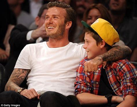 david beckham με τον γιο του στο γήπεδο news piper gr