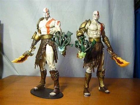 Neca Kratos God Of War With Medusa And Golden Armor Fleece neca god of war kratos and counterfeit figure comparison