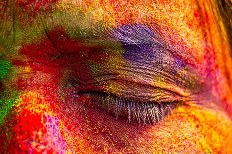 holi the hindu festival of colour in india photo report