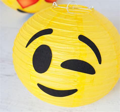 emoji bunga layu ally s party