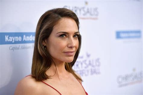 claire forlani on weinstein claire forlani says she escaped harvey weinstein five