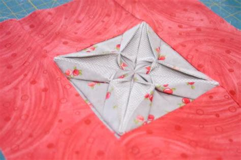 Origami Fabric Folding - fabric origami quilt block favequilts