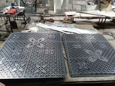 Wallpaper Dinding Murah Motif Plat Besi laser cut penutup kolom tiang untuk hotel margo tritunggal metal