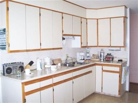 how do they reface kitchen cabinets refacing kitchen cabinets do it yourself