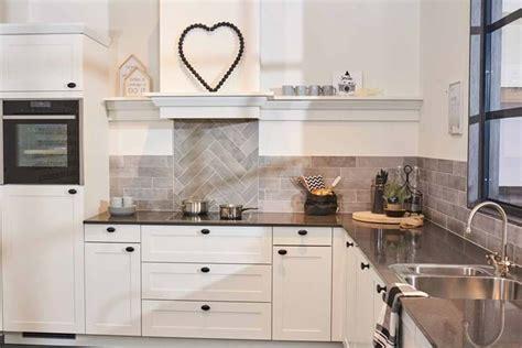 landelijke keuken wit alles over landelijke keukens 50 voorbeelden inclusief