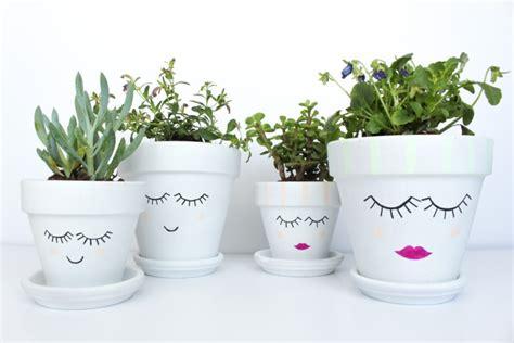 vasi terracotta decorati 13 idee per decorare i vasi in terracotta e non fito