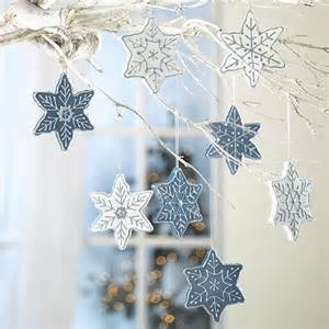 Snowflakes decorations made of foam creative winter decorating ideas