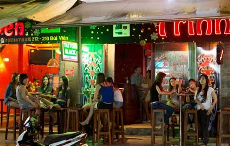 gossip meaning in vietnamese saigon ho chi minh city night life vietnam travel guide