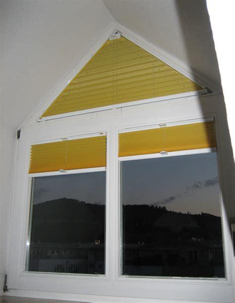 led holzle dreiecksfenster rollo haus ideen