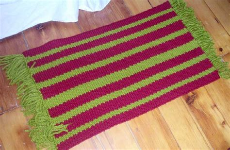 knitting rugs free patterns bold stripe rug with fringe favecrafts