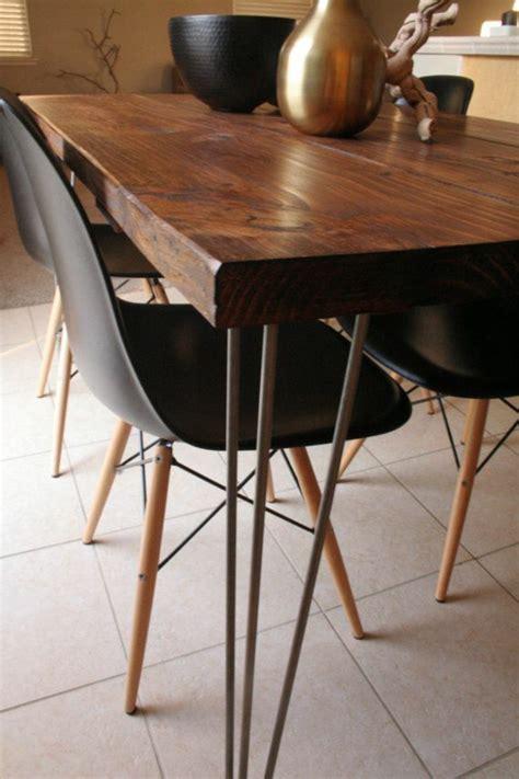 esszimmertisch mit stuehlen die ein modernes ambiente kreieren