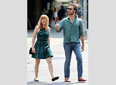 Jessica Chastain dons glasses and reen summer dress as she ... Anne Hathaway Oscar Incident