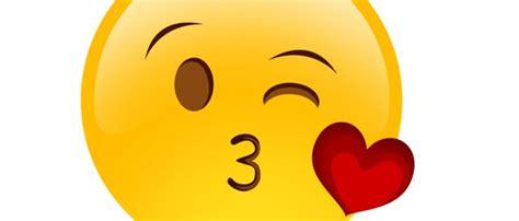 imagenes de emoticones de whatsapp uno por uno como coquete 225 s seg 250 n los emojis que usas tecnolog 237 a