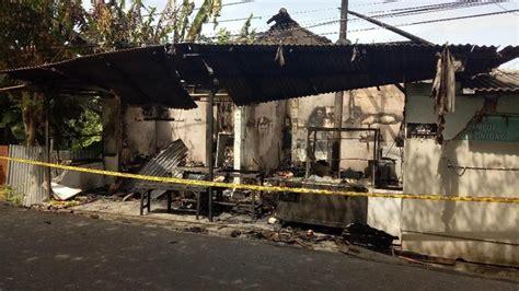 kios bensin  bali ditabrak warung makan terbakar
