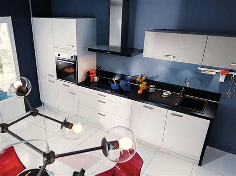 Impressionnant Meuble De Cuisine Noir Et Blanc #1: Une-cuisine-avec-plan-de-travail-noir.jpg