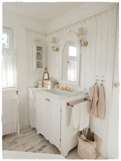kleines badezimmer shabby chic 17 best ideas about shabby chic bathrooms on