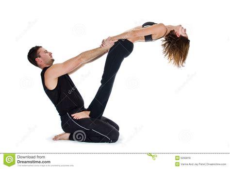 imagenes de yoga para dos yoga para dos serie foto de archivo imagen de hombre
