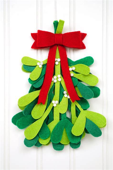 diy christmas decorations felt mistletoe happiness