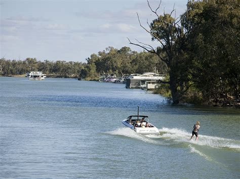 boat r yarrawonga yarrawonga mulwala destinations the murray victoria