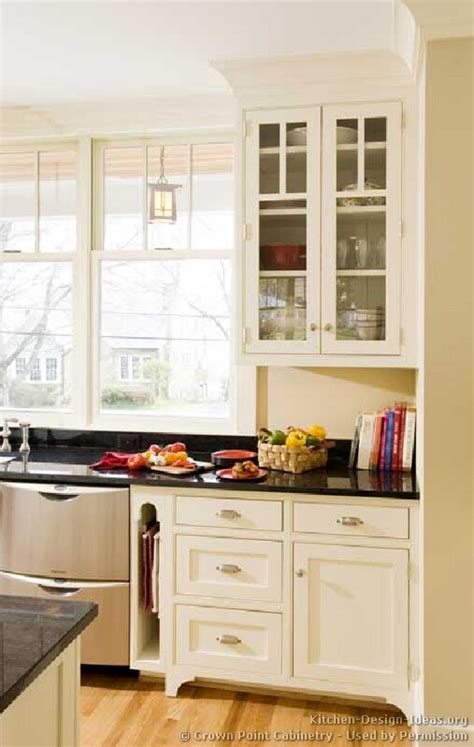 cottage style kitchen cabinets cottage kitchens photo gallery and design ideas