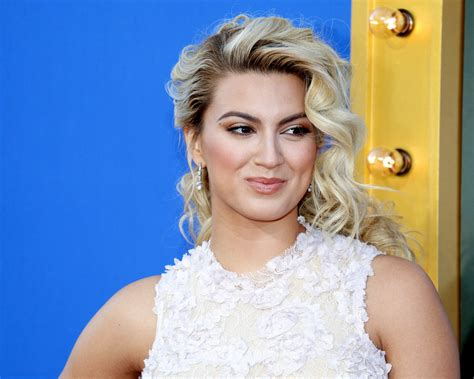 what side does tori kelly part her hair what side does tori kelly part her hair tori kelly i