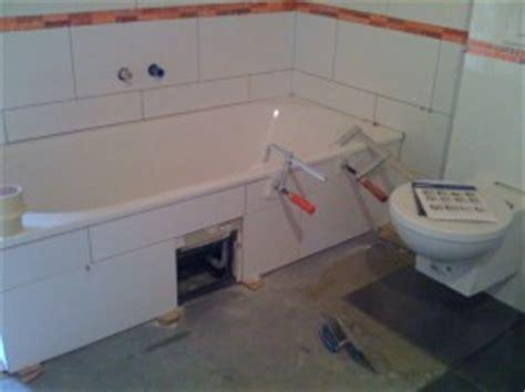 badewanne im raum badewanne ausw 228 hlen und einbauen die herausforderungen