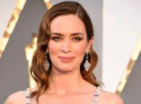 Emily blunt to walk red carpet in london for premiere of the girl on