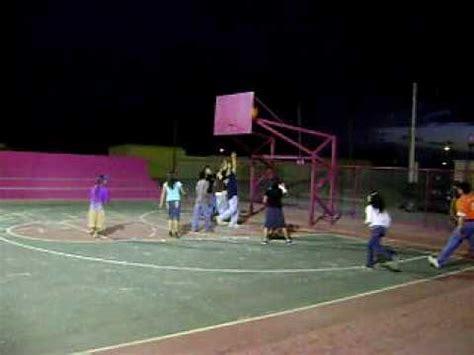 imagenes niños jugando basquetbol jovenes jugando basquetbol youtube