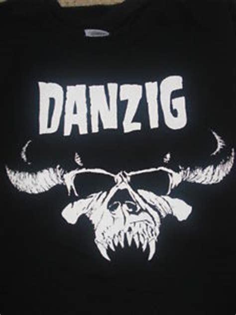 Danzig S Skull Logo Regular Mens T T Shirt Black Kaos Pria Size L danzig skull shirt choose your size s m l xl original designs