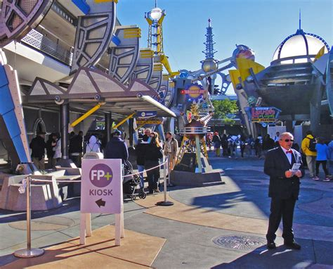 how to use fastpass at disney world in the parks step