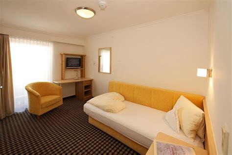 Hotelzimmer Mit Badewanne by Hotelzimmer Mit Badewanne Im Zimmer Berlin Kreative