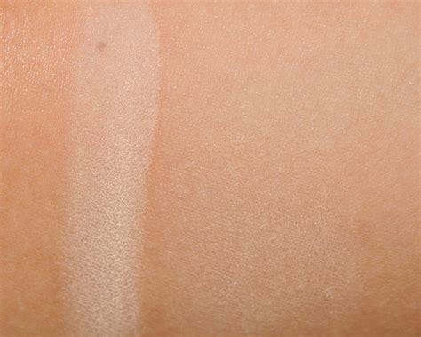 Hourglass Ambient Lighting Powder Swatches by Hourglass Diffused Light Ambient Lighting Powder Review