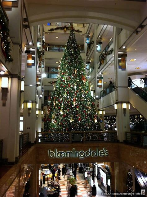 christmas tree inside the shops at 900 chicago architecture