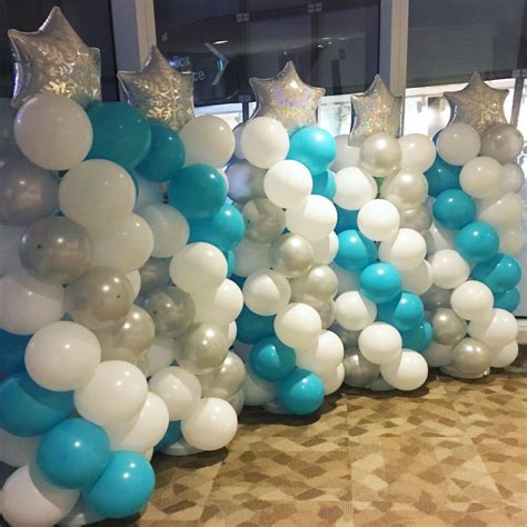 Christmas balloon pillars that balloons