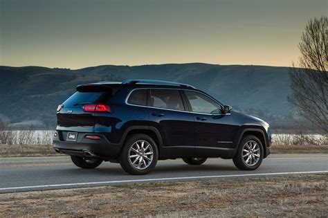 2017 jeep cherokee 2017 jeep cherokee reviews and rating motor trend
