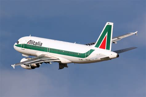 interno aereo alitalia file airbus a319 112 alitalia ei imb 8398602393 jpg