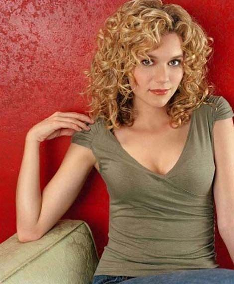 hairstyles with a perm over 77 25 best ideas about medium curly on pinterest wavy perm