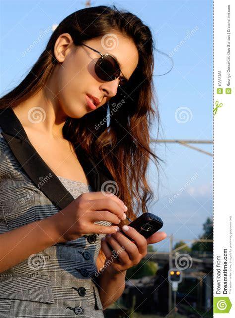foto donne more donna di affari con gli occhiali da sole