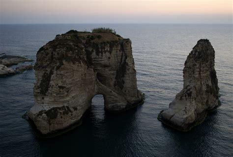 Lebanon Beirut File Pigeon S Rock Beirut Lebanon Jpg Wikimedia Commons