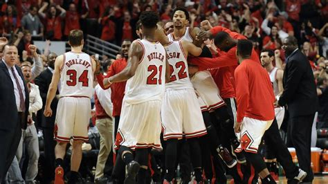 Chicago Bull Mba by Buzzer Beater From Derrick Helps Chicago Sink