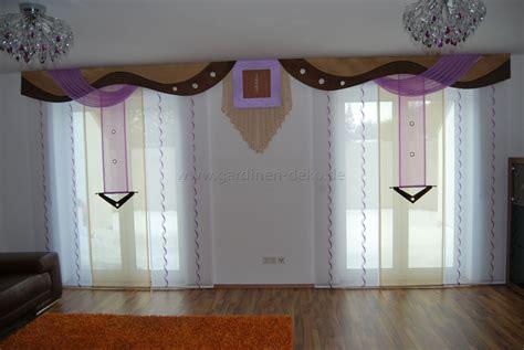 gardinen beige wohnzimmer schiebevorhang in lila beige mit braunen bogen