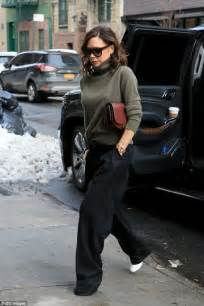 Turtle Jumper By Maven beckham steps out in turtleneck in new york daily mail