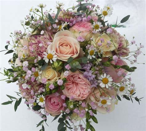 come fare una composizione di fiori freschi come fare composizioni floreali regalare fiori come