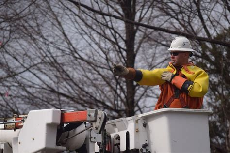 huntington rubber st how dte energy crews work through a power outage news