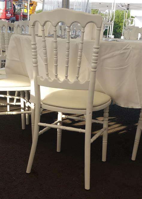 location de chaises location de chaise napol 233 on iii blanche bois pic event