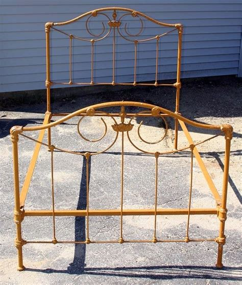 Antique Cast Iron Bed Frame 1000 Ideas About Cast Iron Beds On Iron Bed Frames Antique Iron And Antique Iron Beds