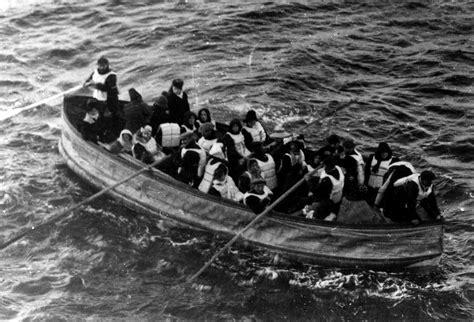 titanic picture of boat file titanic lifeboat jpg wikipedia