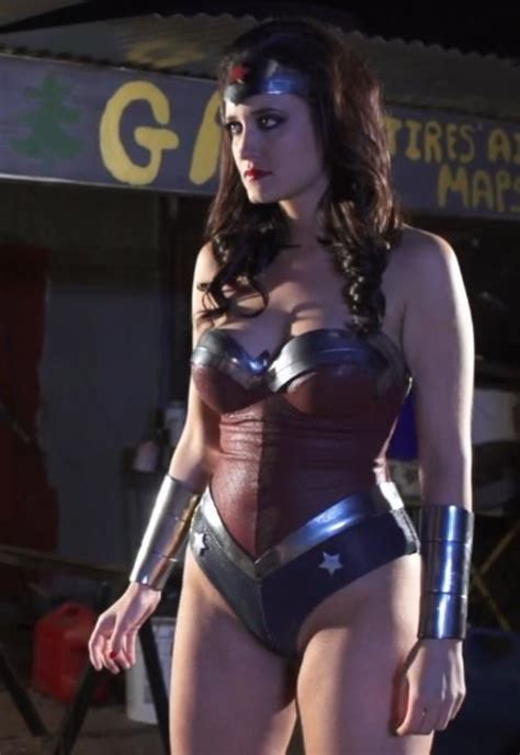 Even The Porn Version Of Wonder Woman Is Better Than Gal Gadot Wonder Woman Cosplay